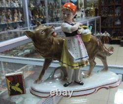 Girl Little Red Riding Hood and Wolf German porcelain figurine WKC Weiss 9131uu
